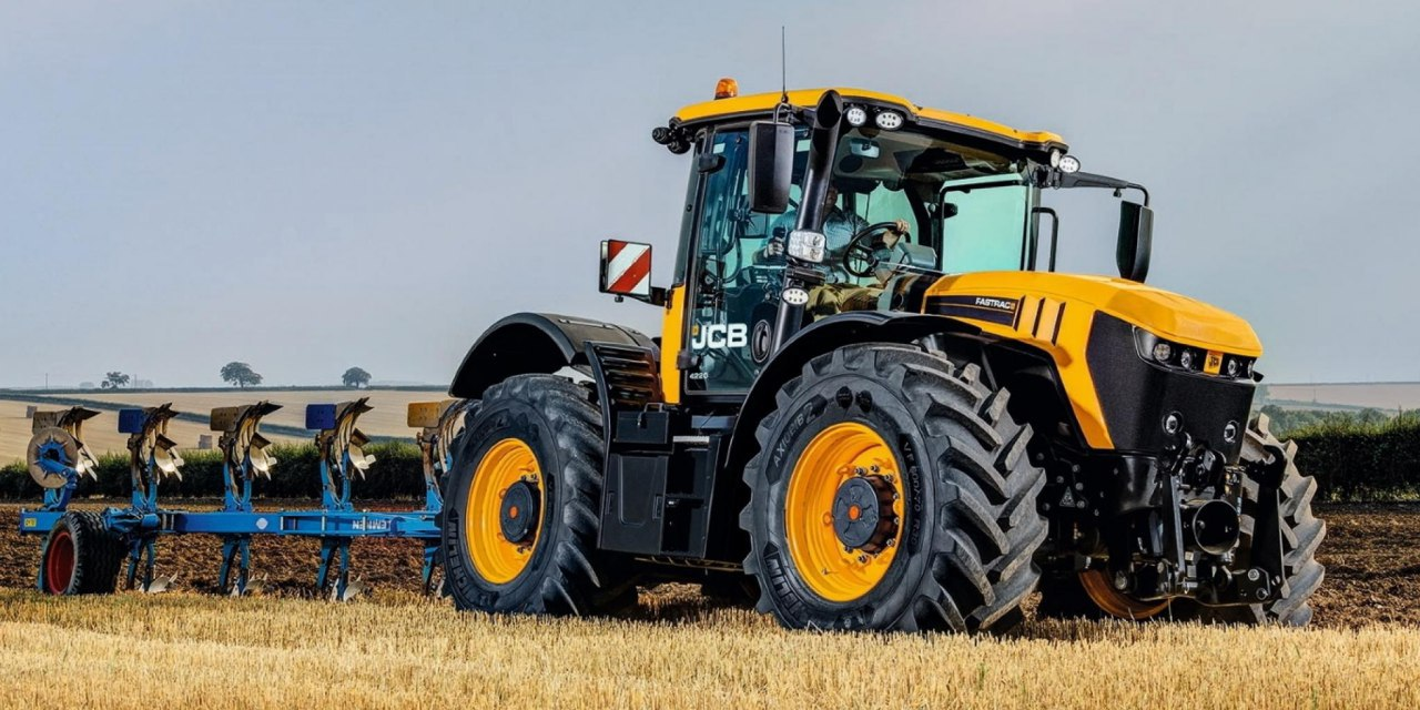 Обновленная модель самого быстрого трактора от компании JCB будет представлена на выставке LAMMA 2020